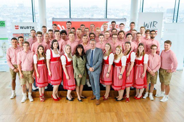 Würth Österreich Geschäftsführer Willi Trumler wünschte im Rahmen der offiziellen Verabschiedung des SkillsAustria Teams den Teilnehmerinnen und Teilnehmern persönlich viel Erfolg bei den WorldSkills!