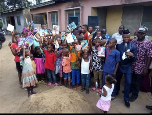 PRINCE USENOBONG JOSHUA FETES IKOT OBIO IKPA COMMUNITY…Doles out Wrappers to Women and Writing Materials to School Pupils…Lucy Akpan