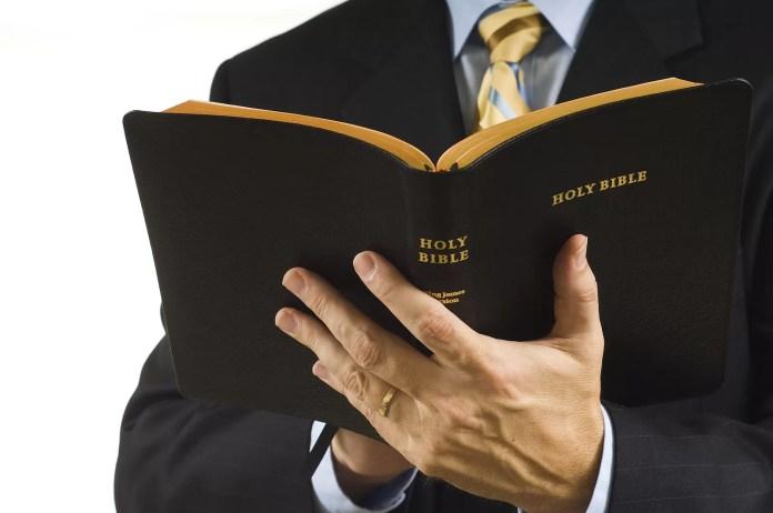 Resultado de imagem para IMAGENS GRATIS ESTELIONATO RELIGIOSO