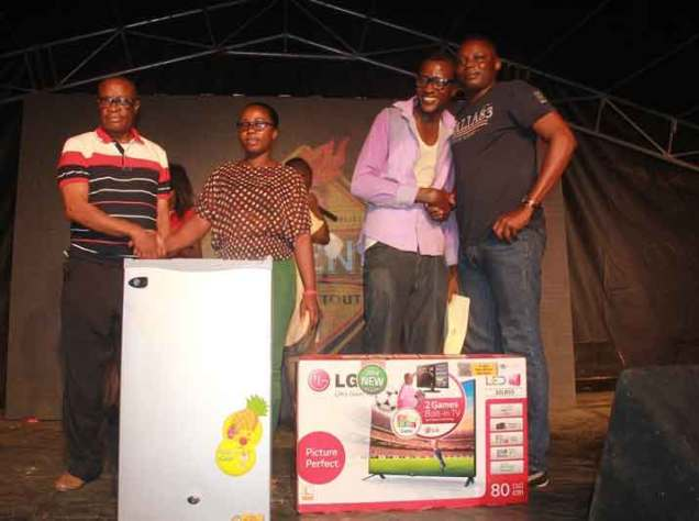 L-R- Tunde Ogunbamowo Area Sales Manager- Benin, Nigerian Breweries Plc, Ehigiamusoe Itohan, winner of a refrigerator, Idugboe Sammuel, winner of a television set and Odigie Ojeifoh, Regional Trade Marketing Manager- Benin, Nigerian Breweries Plc at the Legend Extra Stout Taste and Tell night held at Museum Field, Benin city, Edo State on Saturday, November 7,2015