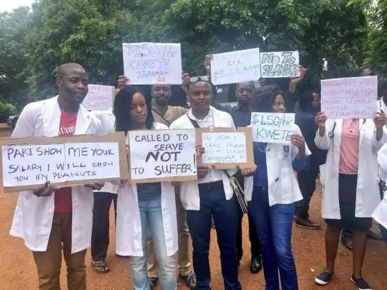 Striking Zimbabwean doctors