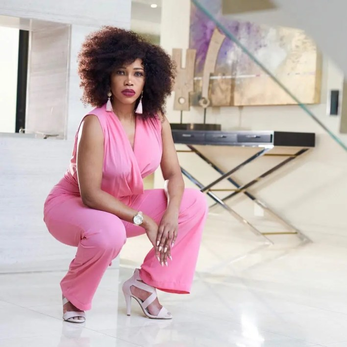 Sonia Mbele