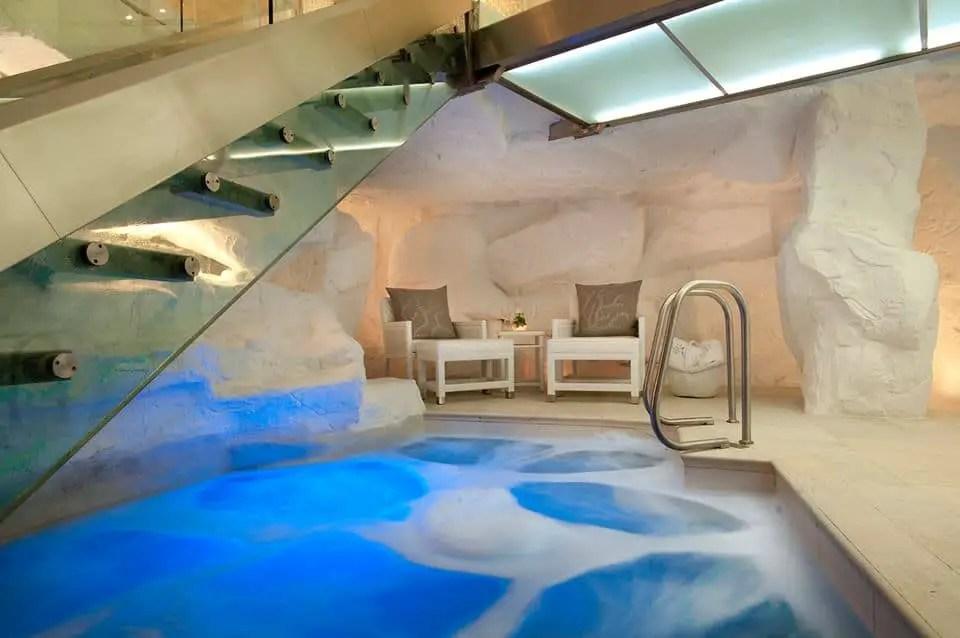 exquisite hotel