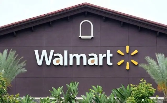 Walmart to keep selling guns