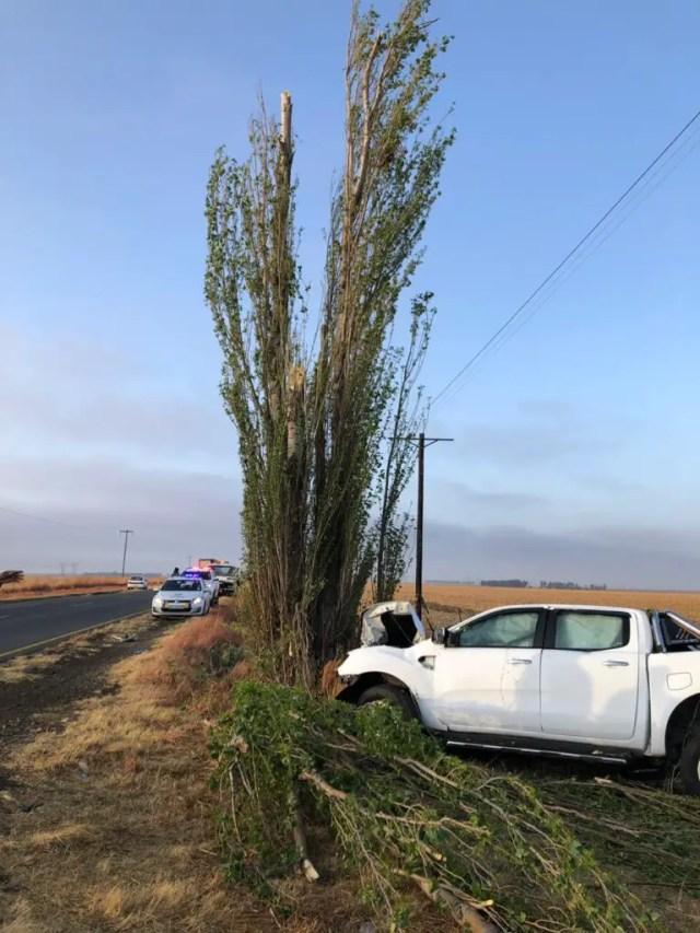 Two dead in bakkie vs tree crash