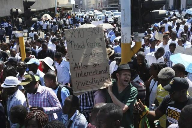 Zim police ban striking doctor
