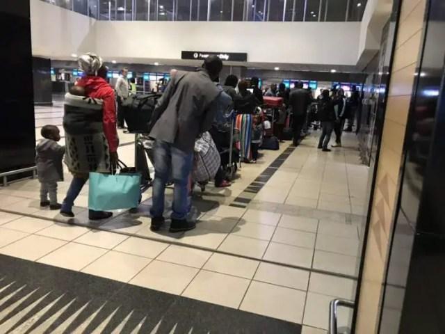 Nigerians leave