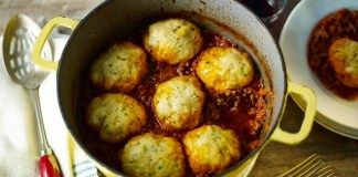 Mince with herb dumplings
