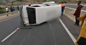23 hurt when taxi transporting kids flips & crashes in KwaZulu-Natal