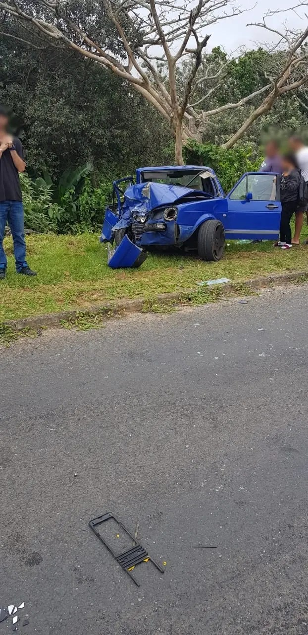 Three injured in Uvongo crash
