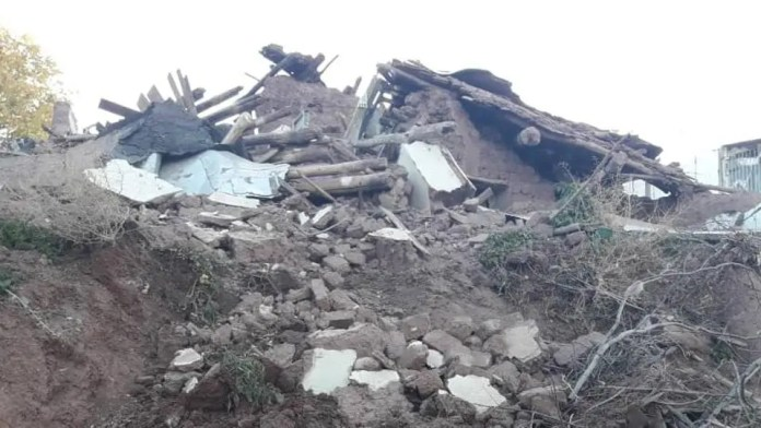 earthquake hits Iran