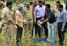 Police officers shot dead four detained gang-rape and murder suspects in Shadnagar