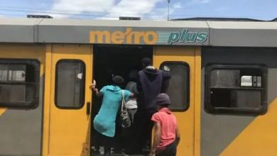 Metrorail commuters fight