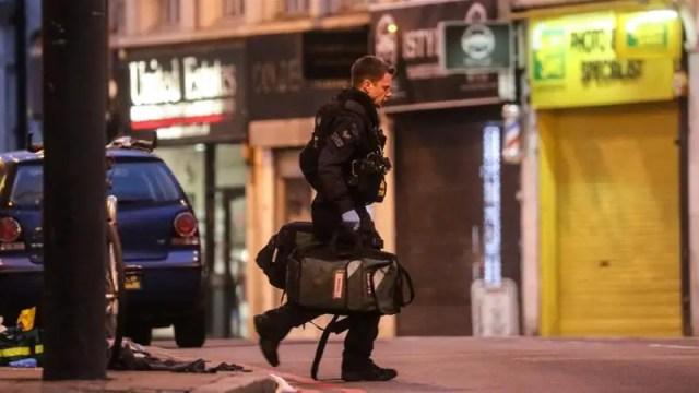London police shoot dead man