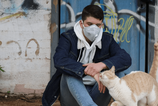 How To Keep Your Cat Safe During A Pandemic
