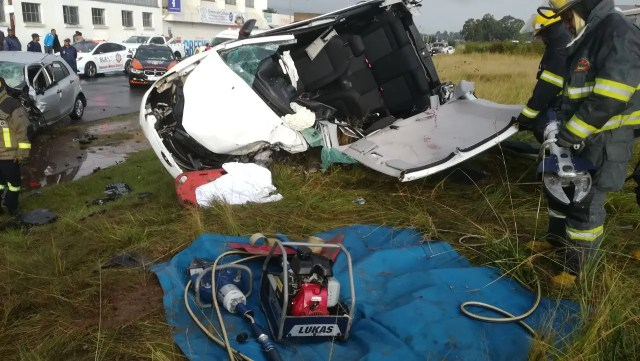 Two dead, two seriously injured in Randburg crash
