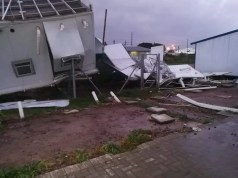 Strong gale force winds cause damage in Western Cape