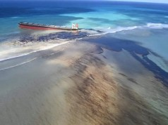 oil spill from grounded ship