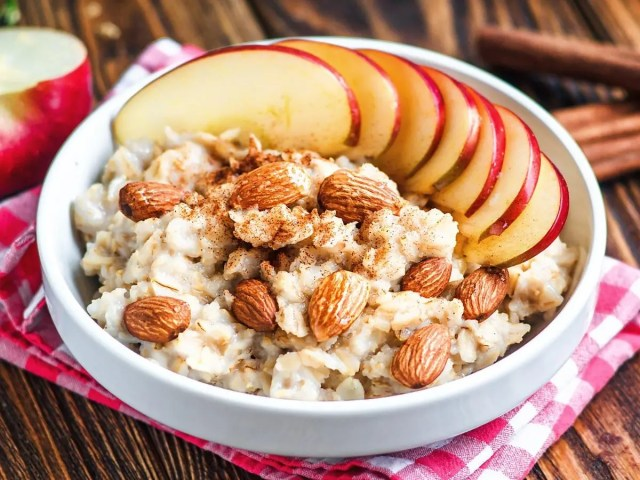 oats with apple and nuts