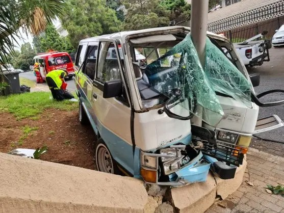 Sixteen injured after taxi crashes into pole in Johannesburg
