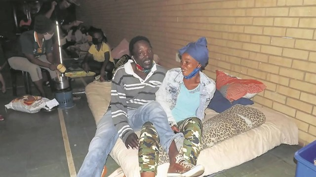 H0rny couples cry out to government as there is no space for s.e.x inside crowded community hall