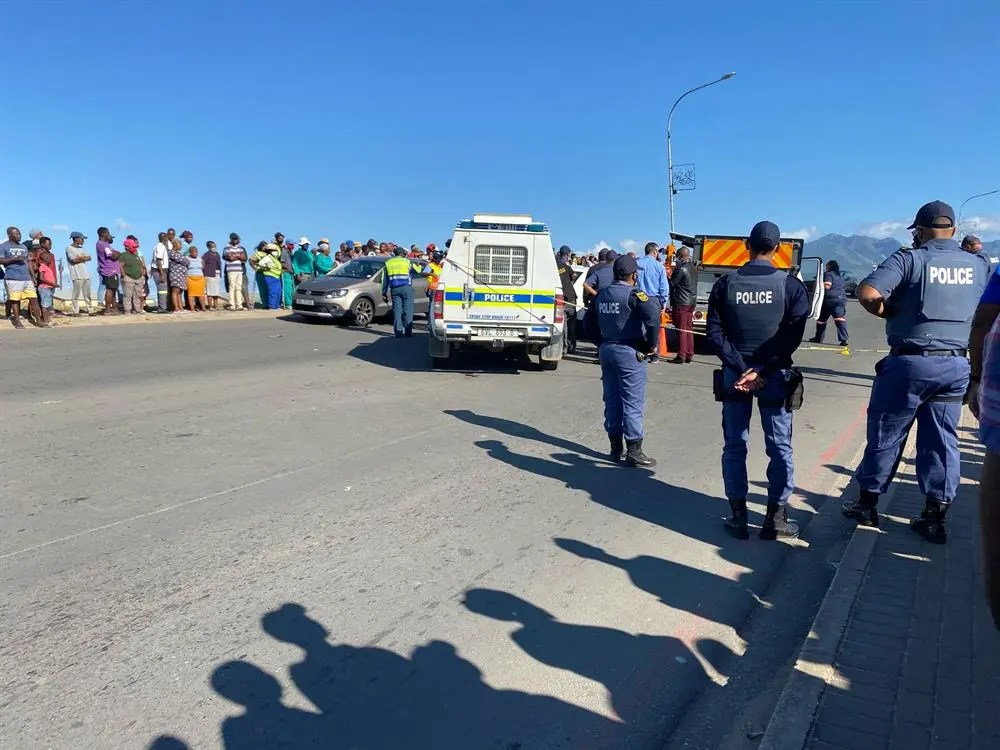 WC police launch manhunt after man gunned down in peak traffic