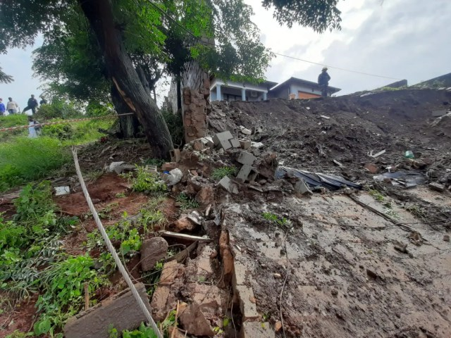 wall collapse in KwaMashu