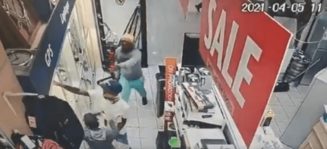 Suspects rob Cash Crusaders store in KZN