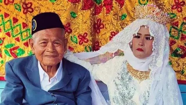 103-year-old man pays 5 million rupiahs to marry 27-year-old bride – Video