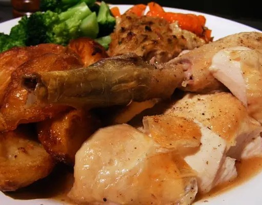 Roasted chicken mixed with gravy