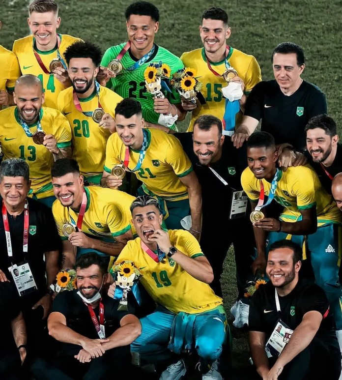 Dani Alves makes history as Brazil defends the Olympic football gold medal against Spain
