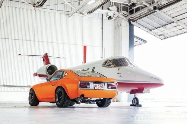 1970-datsun-240z-aircraft-hangar