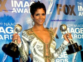 Halle Berry collects multiple trophies at the 42nd NAACP Awards. Photo Credit: Dennis J. Freeman/News4usonline.com