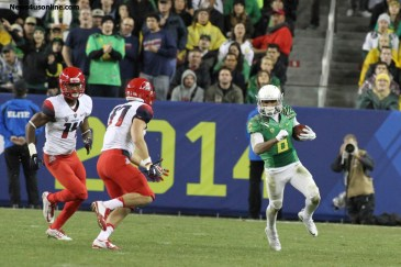 Oregon's Charles Nelson caught 7 passes for 104 yards in the Ducks' 51-13 rout of the Arizona Wildcats. Photo Credit: Jevone Moore/News4usonline.com
