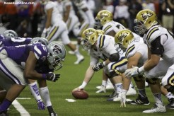 Kansas won the ball at the line of scrimmage as the Wildcats piled up 27 first downs to UCLA's 16. Photo by Antonio Uzeta/News4usonline.com