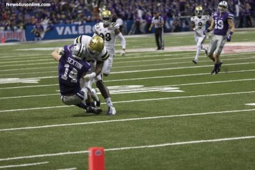 A UCLA defender puts the smackdown on Kansas State wide receiver Curry Sexton at the Valero Alamo Bowl. Photo by Antonio Uzeta/News4usonline.com