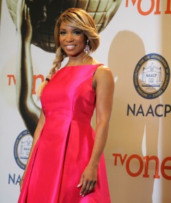 Elise Neal (Rosewood, Hollywood Divas) struts her stuff backstage at the 46th NAACP Image Awards. Photo by Dennis J. Freeman/News4usonline.com