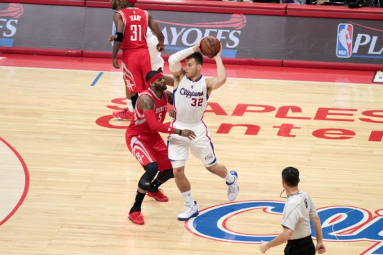 Josh Smith gets defensive with the Clipper's Blake Griffin. Photo by Jevone Moore/News4usonline.com