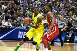 Oregon's Elgin Cook goes around Oklahoma star Buddy Hield in the Elite Eight.
