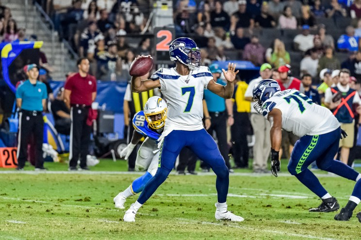 © Mark Hammond/News4usonline - Aug. 24, 2019 - Seahawks vs. Chargers - Seattle Seahawks quarterback Geno Smith (7) looks for an open reciever.