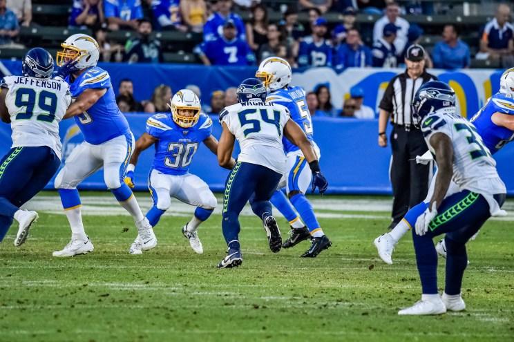 © Mark Hammond/News4usonline - Aug. 24, 2019 - Seahawks vs. Chargers - Seattle Seahawks linebacker Bobby Wagner (54) puts pressure on quarterback Tyrod Taylor (5).