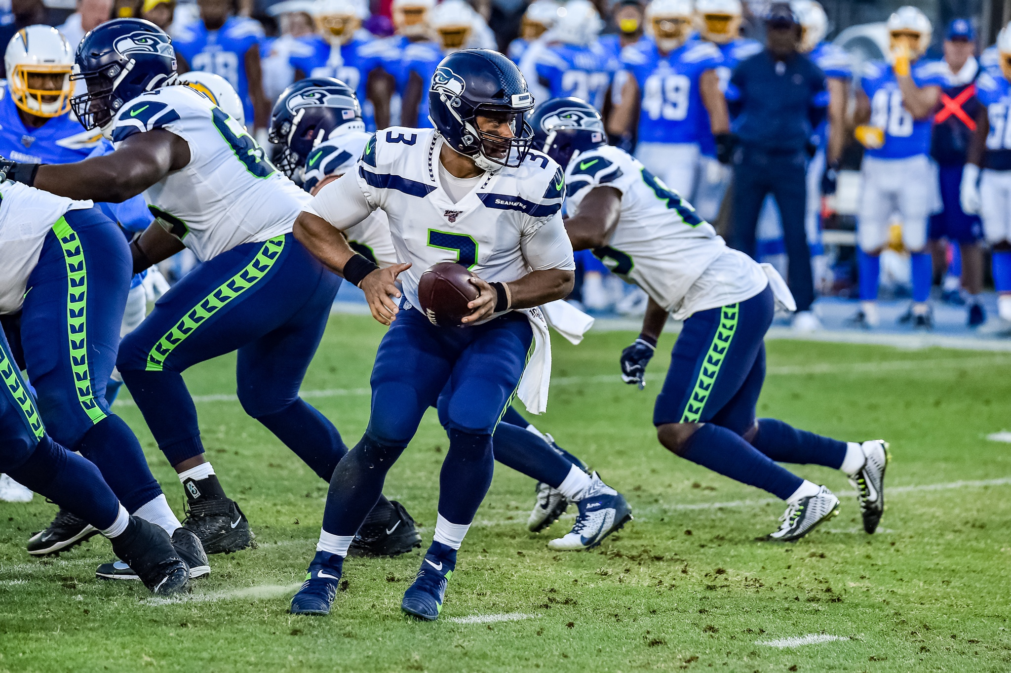 © Mark Hammond/News4usonline - Aug. 24, 2019 - Seahawks vs. Chargers - Seattle Seahawks quarterback Russell Wilson (3) in the pocket.