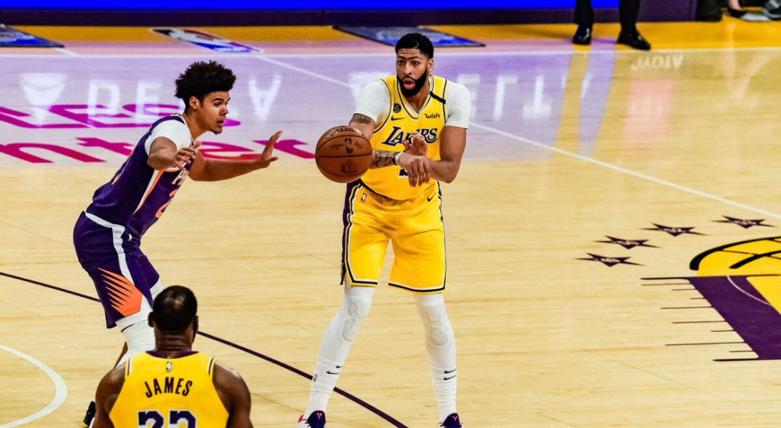 Anthony Davis (3) passing the ball to LeBron James in a game against the Phoenix Suns in 2019. File photo/Mark Hammond for News4usonline