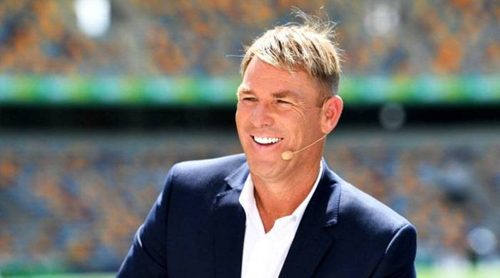 Shane Warne flays into current bowlers for giving up without a fight