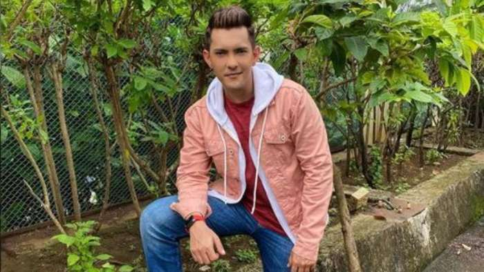 Aditya Narayan talks about Rs 18,000 in bank account as he refutes bankruptcy reports