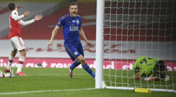 Jamie Vardy header gives Leicester City first win at Arsenal in 47 years