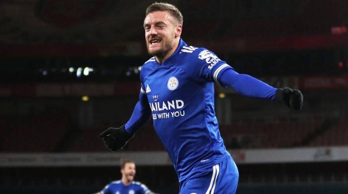 Premier League: Jamie Vardy header gives Leicester first win at Arsenal in 47 years
