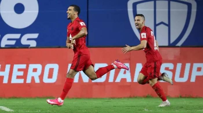 Kwesi Appiah penalty helps NorthEast United spoil Sergio Lobera's Mumbai bow