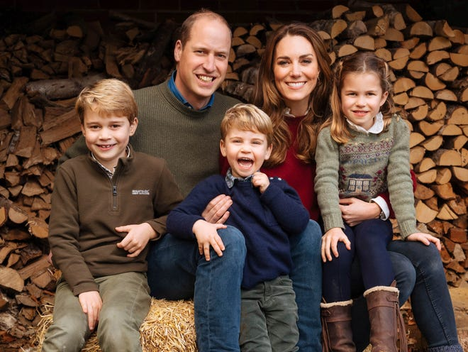 Prince William, Duchess Kate are all smiles in adorable new family Christmas photo