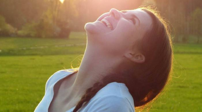 Laughter yoga: What is it and how does it work?